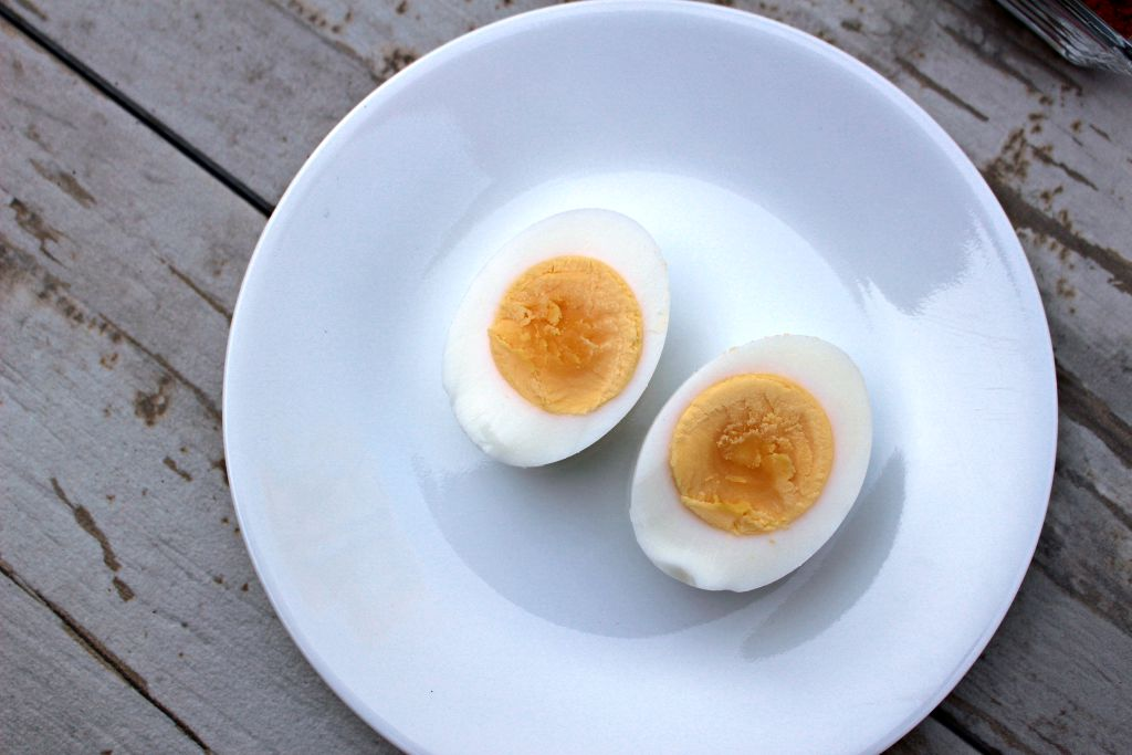 Under cooked Hard Boiled Eggs - How not to get these results when you hard boil an egg!