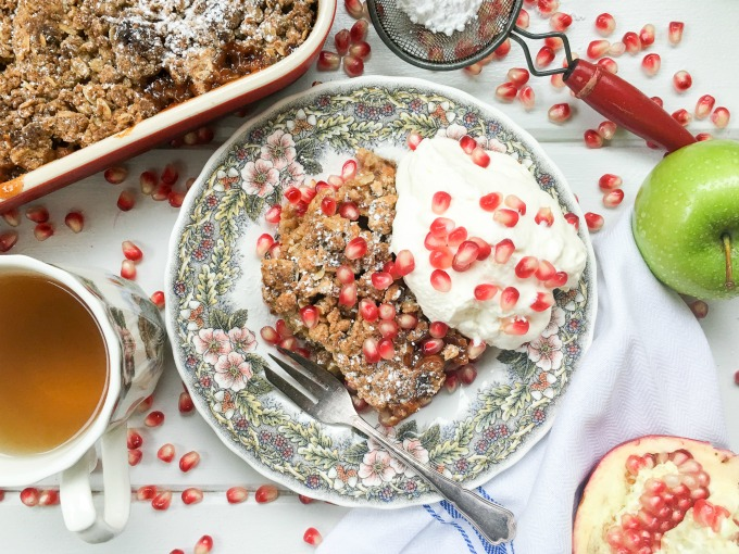 This Apple Pomegranate Crumble is filled with warm vanilla & cinnamon flavors with tart Granny Smith apples & juicy pomegranate seeds. Serve it warm, topped with homemade whipped cream and you have your new favorite Fall dessert! #SoFabFood
