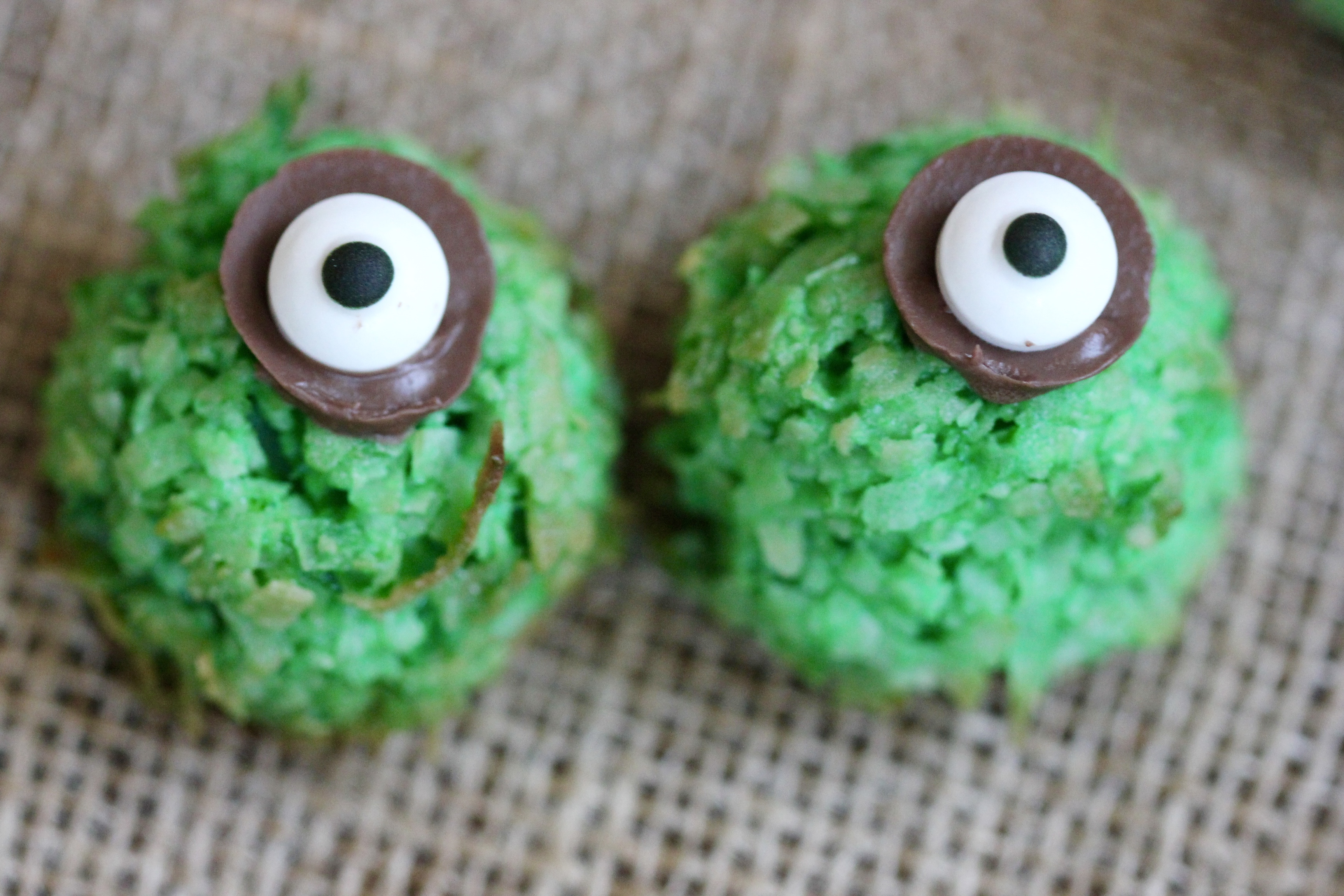 Halloween Coconut Lime Macaroon Eyeballs