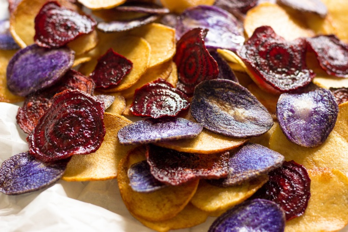 HThese Crispy Beet Chips and Potato Chips are a simple and healthy alternative to store-bought chips. With bold, bright colors and fresh veggie flavors, these chips are a sure-fire hit this summer!