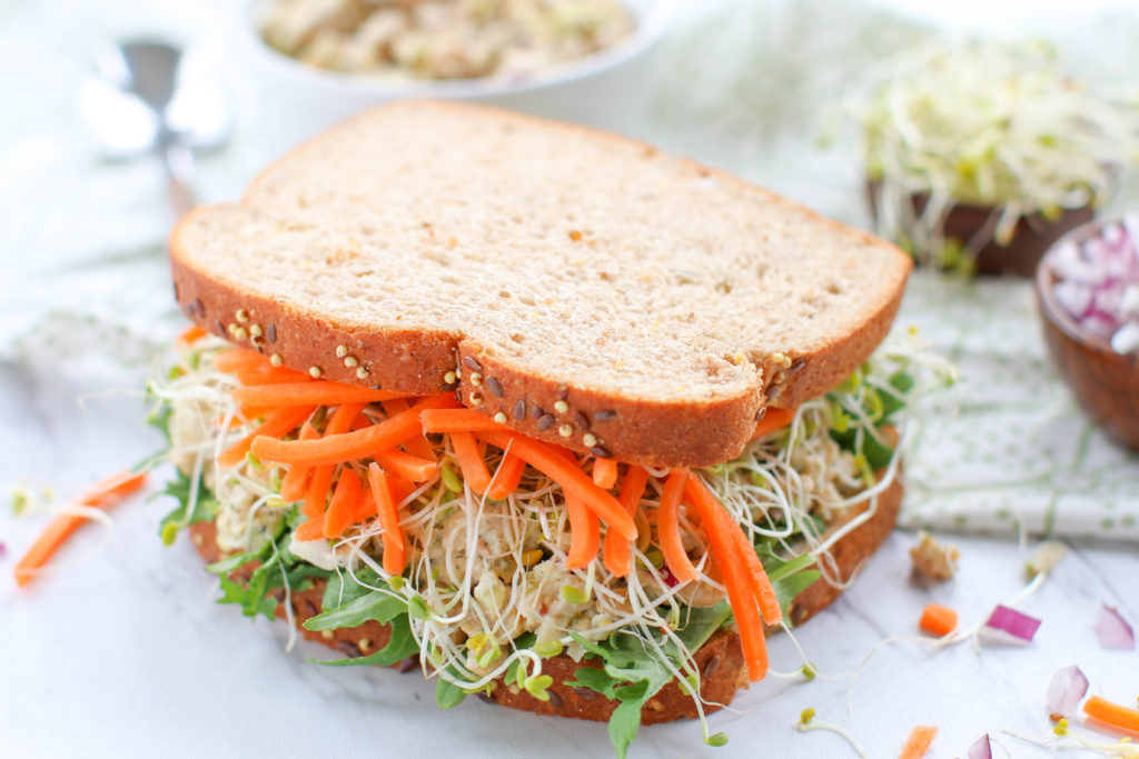 You are going to need these five meatless Energy Boosting Lunch Ideas when you hit that afternoon slump. Refueling in the middle of the day is key!