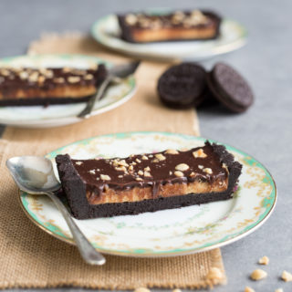 This No-Bake Chocolate Peanut Butter Tart is an easy dessert dream come true. A thick Oreo cookie crust, check! Cheesecake-like peanut butter filling, check! Silky smooth chocolate ganache topping, check! A simple no-bake dessert that only takes 20 minutes to prepare.