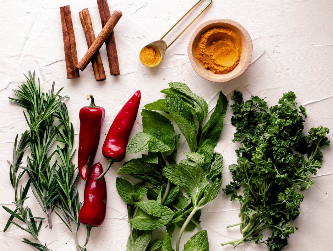 Garnishes, sauces, and seasonings can add a pop of color and flavor to any dish, but did you know that there are 6 common herbs and spices that are key to better health? Don't miss out on the hidden health benefits of cinnamon, turmeric, parsley, and more!