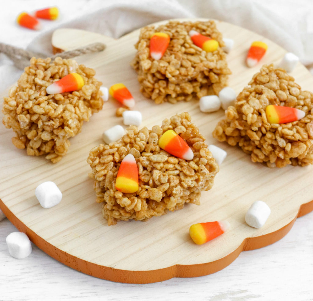 Harness all of your favorite fall flavors and satisfy your sweet tooth when you make these Pumpkin Spice Rice Krispies Treats. Perfect for fall potlucks, this no-bake dessert only takes 10 minutes preparation!