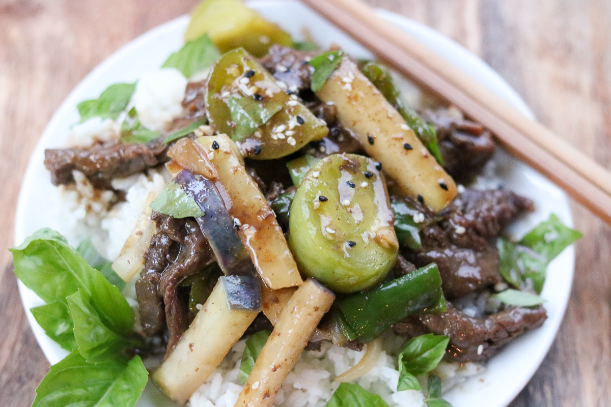 A restaurant-quality meal in 30 minutes, this Green Tomato and Beef Stir Fry uses tender beef, green tomatoes, Kohlrabi (a healthy root vegetable), Shishito peppers, and onions in a savory brown sauce and topped with tuxedo sesame seeds and fresh basil.