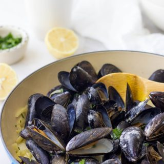 Creamy Garlic Fennel Steamed Mussels